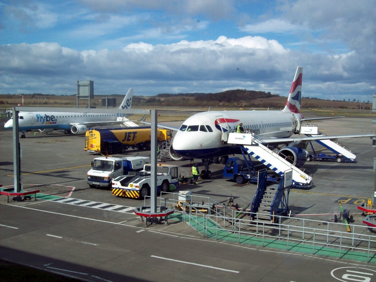 Aircraft_stands_at_Edinburgh_Airport