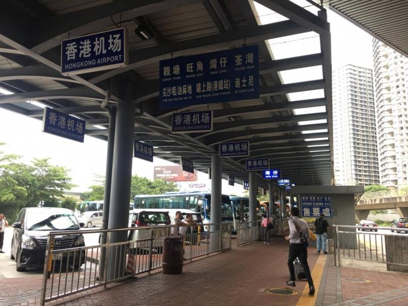 香港、深センのバス亭